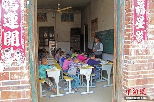 教育部:2020年贫困地区孩子全部能上学 全程有资助